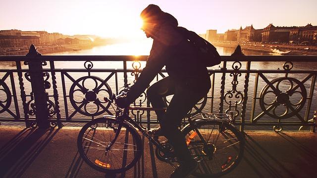 kerékpározás hídon